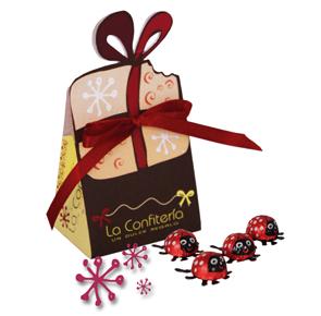 Bolsa acompañada de chocolates en forma de mariquita