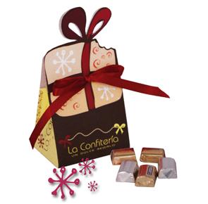 Bolsa acompañada de chocolates envueltos