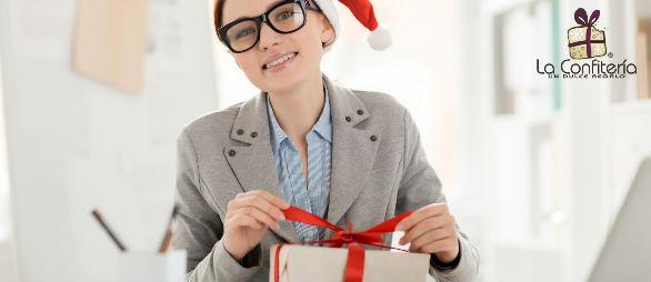 Regala felicidad en Navidad con detalles empresariales.