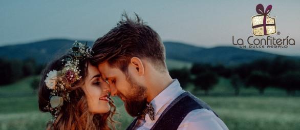 Ya sea que elijas un viaje o una caja de chocolates especiales, ten en cuenta que lo que importa es que siempre elijas pensando en los gustos y sueños de tu pareja.