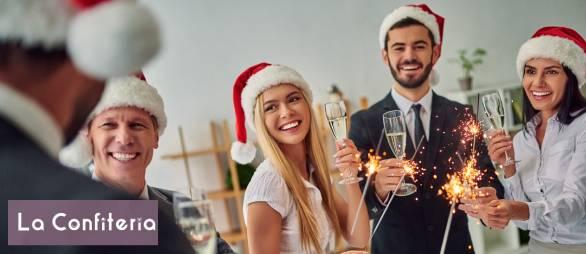 colaboradores celebrando en la empresa el fin de año