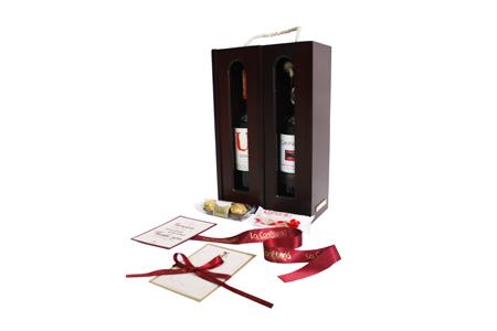 Vinera en madera para dos botellas con vino