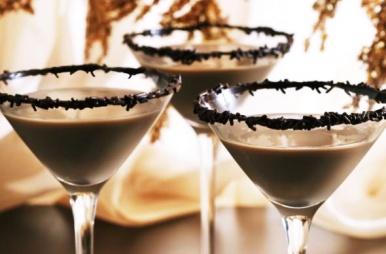 Cócteles con diferentes licores y dulces - La Confiteria