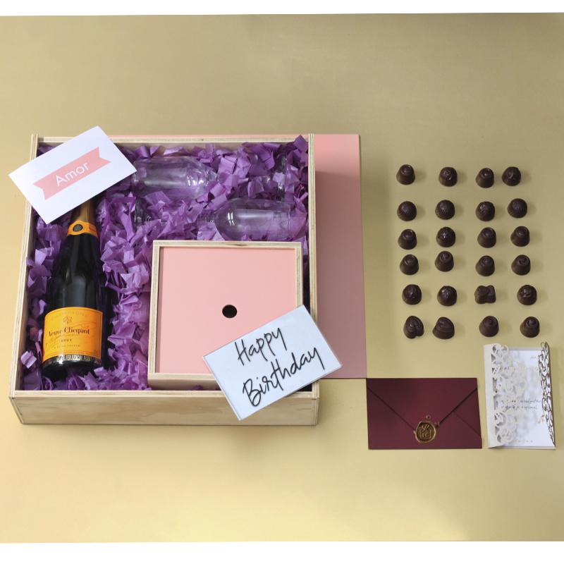 Cumpleaños se celebra con champagne